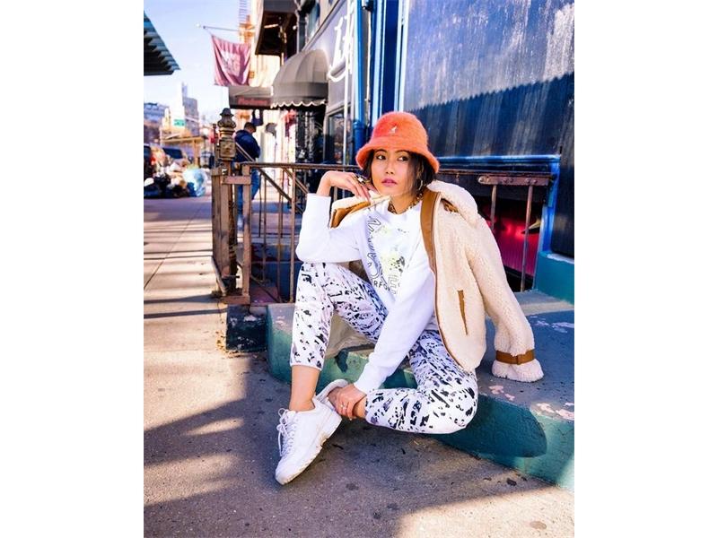 """""""Emily in Paris"""" influencia a moda"""